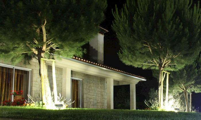 Đèn led pha Duhal được thiết kế cho nhu cầu chiếu sáng ở khu công nghiệp hay ngoài trời