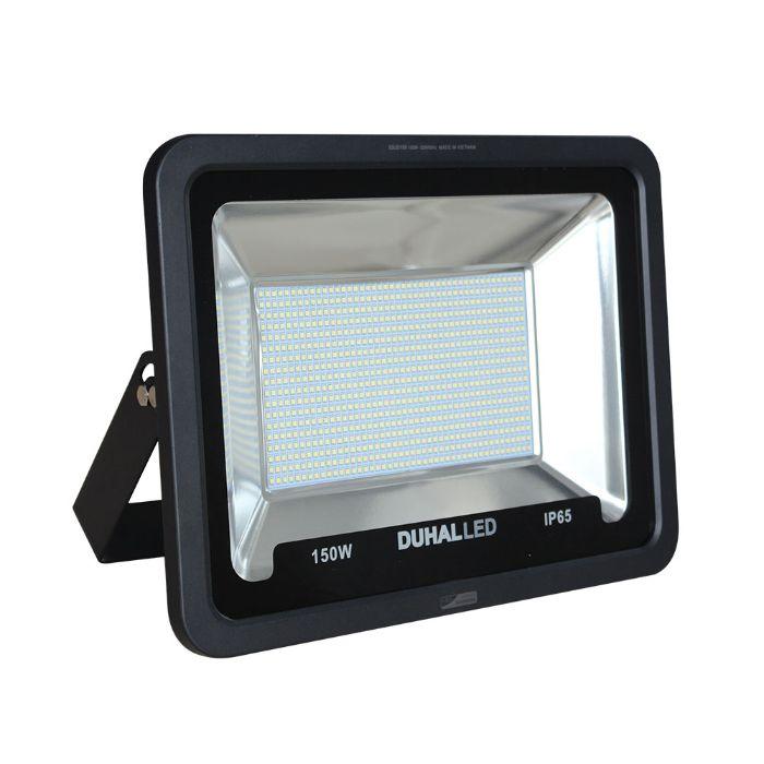 Cách lắp đặt đèn led pha Duhal cũng khá dễ dàng