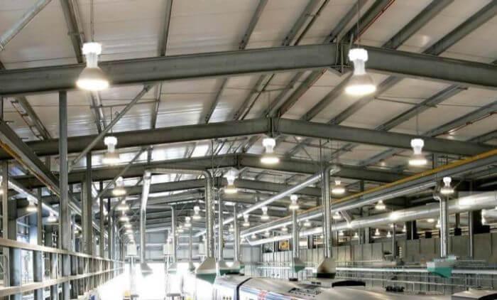 Tính toán số lượng đèn để đảm bảo đủ ánh sáng cho nhà xưởng