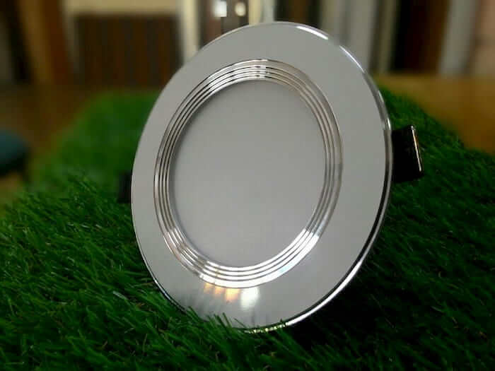 Đèn led âm trần 3 màu panasonic có đặc điểm gì nổi bật